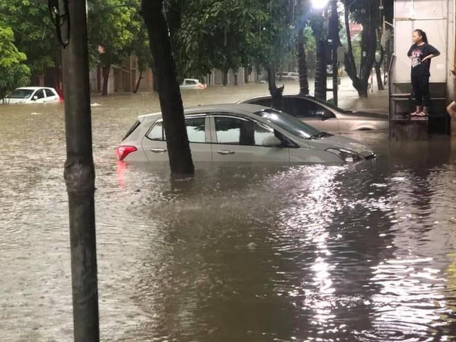 Mưa lớn, TP Thái Nguyên hóa thành sông - Ảnh 4.