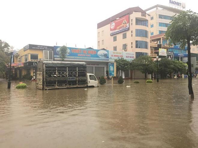 Mưa lớn, TP Thái Nguyên hóa thành sông - Ảnh 6.