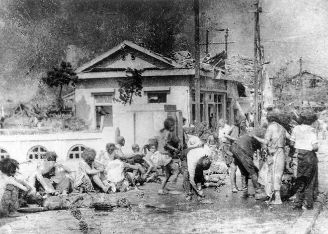 Ám ảnh cảnh trái ngược nhau ở Hiroshima trước và sau khi bị ném bom - Ảnh 8.