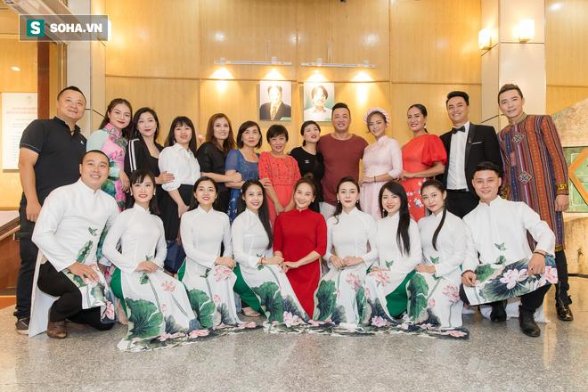 NSƯT Chí Trung, Bảo Thanh, Thu Quỳnh và nhiều nghệ sỹ nổi tiếng dâng hương giỗ Tổ nghề - Ảnh 2.