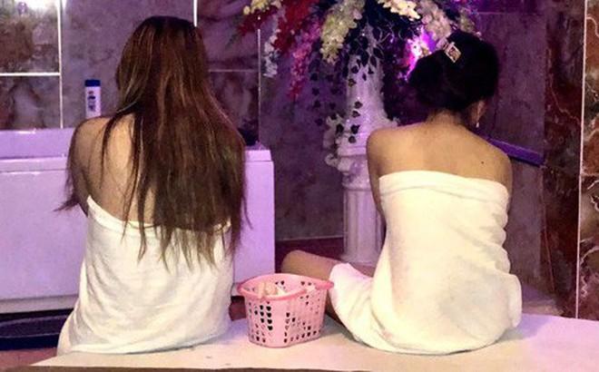 """7 cô gái khoả thân kích dục cho khách trong các """"động"""" massage trá hình ở Sài Gòn"""