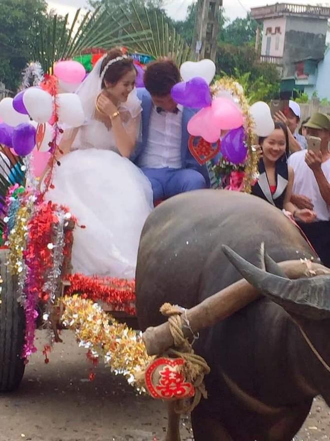 Trong ngày cưới, xe rước dâu của chú rể khiến cả xóm làng xôn xao, thích thú - ảnh 6