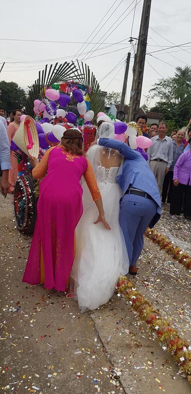 Trong ngày cưới, xe rước dâu của chú rể khiến cả xóm làng xôn xao, thích thú - ảnh 5