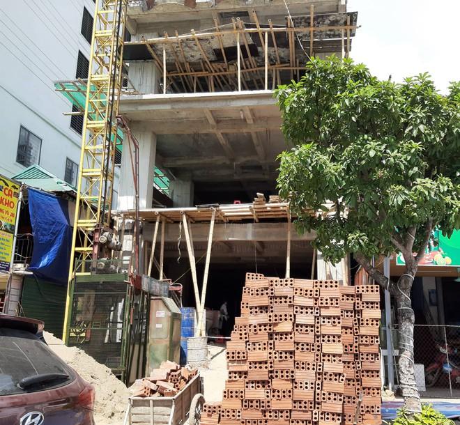 Vụ nhóm công nhân gặp nạn ở tầng hầm khách sạn: Thêm 1 người tử vong - Ảnh 2.