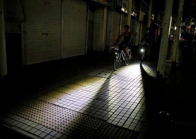 24h qua ảnh: Trẻ em vui đùa dưới đèn lồng Trung Thu ở Malaysia - ảnh 9
