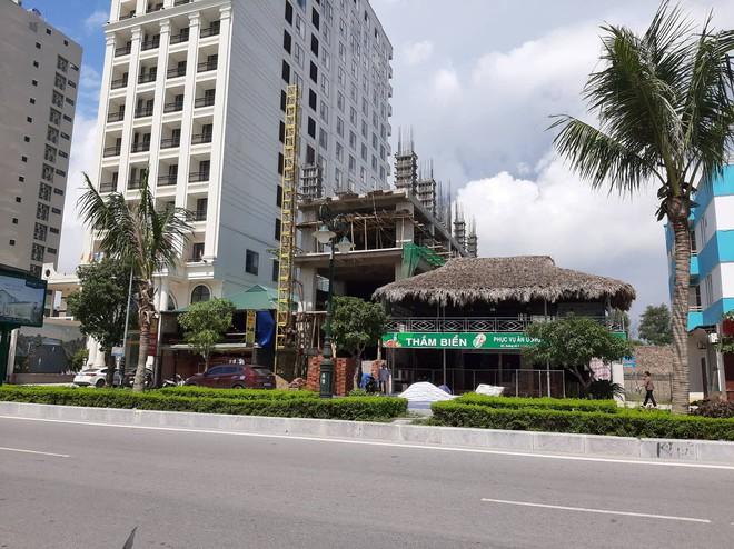 Vụ nhóm công nhân gặp nạn ở tầng hầm khách sạn: Thêm 1 người tử vong - Ảnh 1.