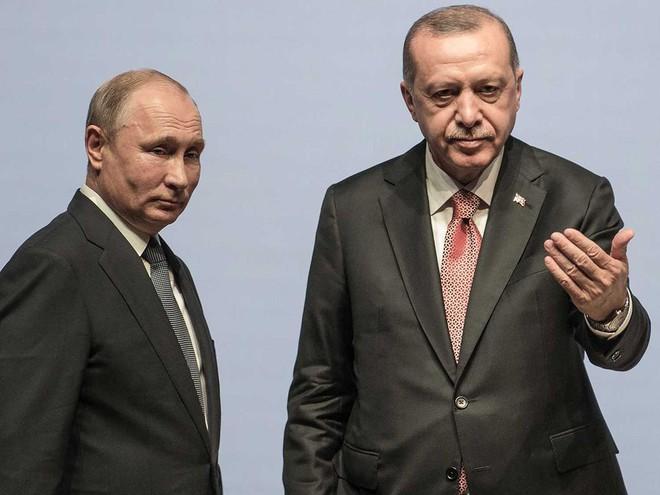 Rơi xuống vũng lầy Idlib, Syria: Mỹ phá phách Nga, không cho ông Putin cứu Thổ Nhĩ Kỳ? - Ảnh 2.
