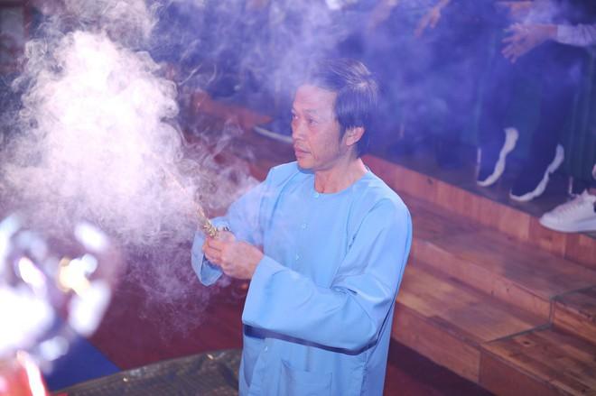Bất ngờ với sự cẩn thận của Hoài Linh khi tới cúng Tổ ở sân khấu Minh Nhí - Ảnh 14.