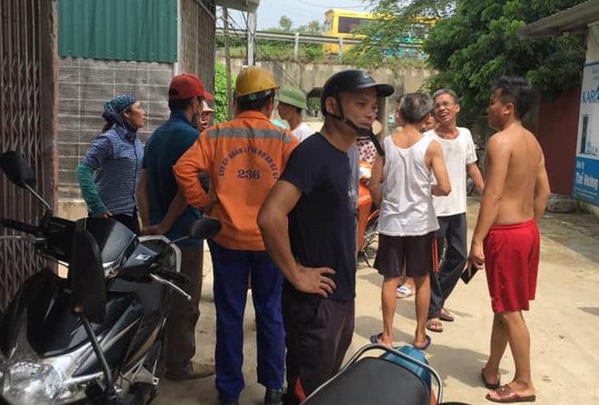 Gã đàn ông lẻn vào bế bé gái ở Hà Nội trước đó đã mở tủ lục tài sản - Ảnh 1.