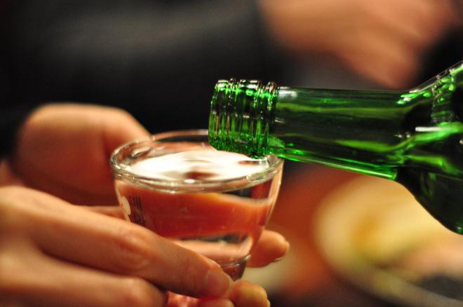 Chăm sóc sức khỏe sau khi uống rượu là rất quan trọng: 5 điều nguy hiểm bạn không nên làm - Ảnh 1.
