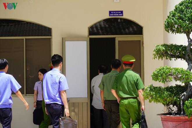 Ảnh: Công an khám xét phòng làm việc của Phó Chủ tịch TP Phan Thiết - Ảnh 3.