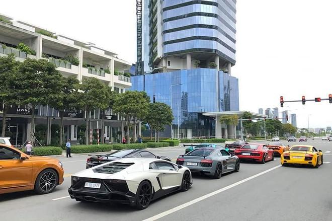"""Dân mạng """"hoảng hồn"""" với loạt siêu xe ở đâu xuất hiện ngập phố Sài Gòn, đến phải thốt lên: Quận 2 mà ngỡ Dubai bà con ơi - Ảnh 4."""