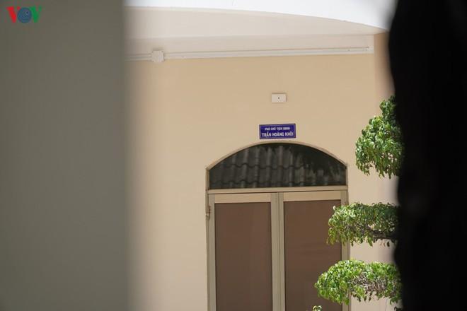 Ảnh: Công an khám xét phòng làm việc của Phó Chủ tịch TP Phan Thiết - Ảnh 6.