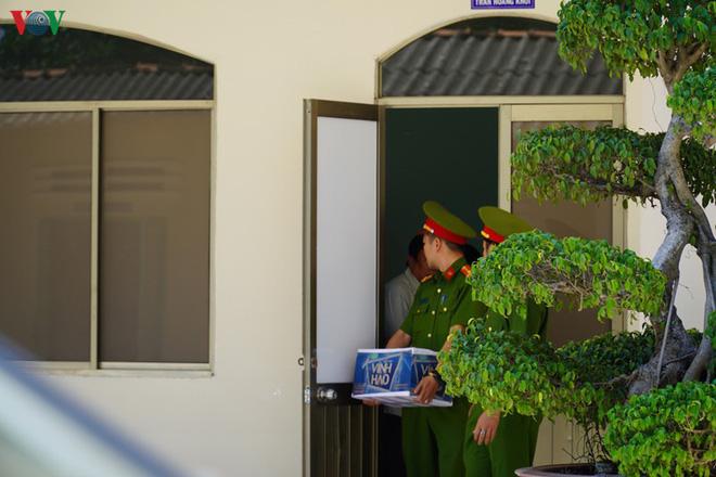 Ảnh: Công an khám xét phòng làm việc của Phó Chủ tịch TP Phan Thiết - Ảnh 7.