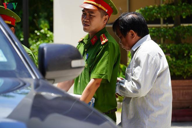 Ảnh: Công an khám xét phòng làm việc của Phó Chủ tịch TP Phan Thiết - Ảnh 9.