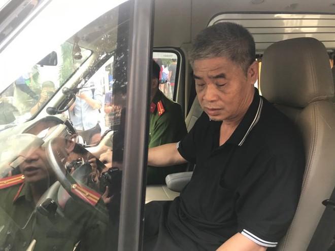 [CẬP NHẬT] Tài xế Doãn Quý Phiến đang thực nghiệm hiện trường vụ bé trai trường Gateway tử vong - Ảnh 3.
