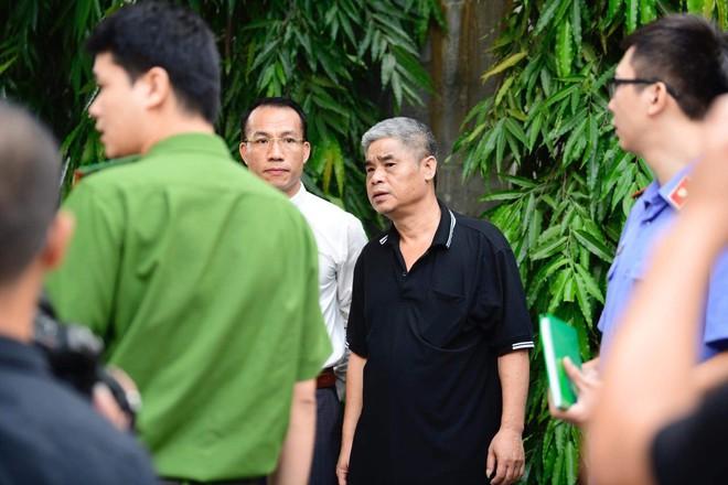 [CẬP NHẬT] Tài xế Doãn Quý Phiến đang thực nghiệm hiện trường vụ bé trai trường Gateway tử vong - Ảnh 8.