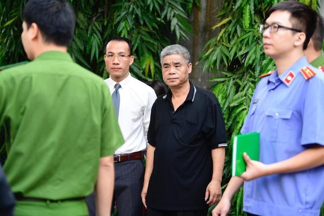 [CẬP NHẬT] Tài xế Doãn Quý Phiến đang thực nghiệm hiện trường vụ bé trai trường Gateway tử vong - Ảnh 11.
