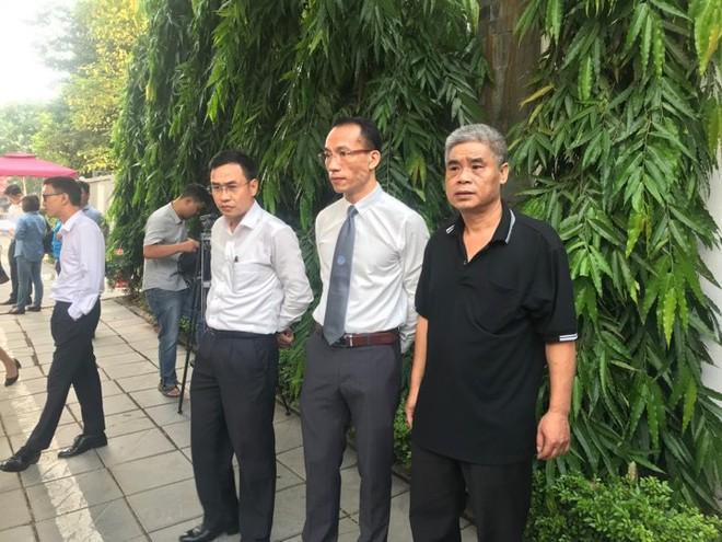 [CẬP NHẬT] Tài xế Doãn Quý Phiến đang thực nghiệm hiện trường vụ bé trai trường Gateway tử vong - Ảnh 7.