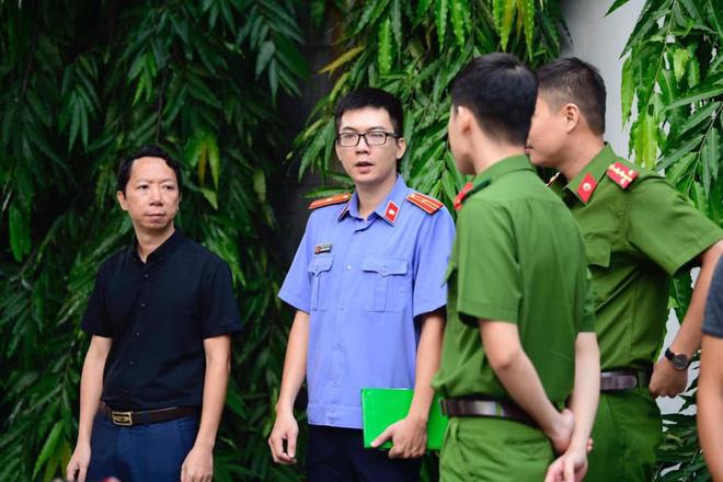 [CẬP NHẬT] Tài xế Doãn Quý Phiến đang thực nghiệm hiện trường vụ bé trai trường Gateway tử vong - Ảnh 2.