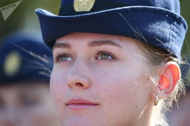 Cận cảnh các nữ học viên xinh xắn của hàng không quân sự Nga - Ảnh 3.