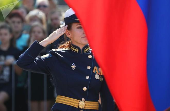 Cận cảnh các nữ học viên xinh xắn của hàng không quân sự Nga - Ảnh 4.