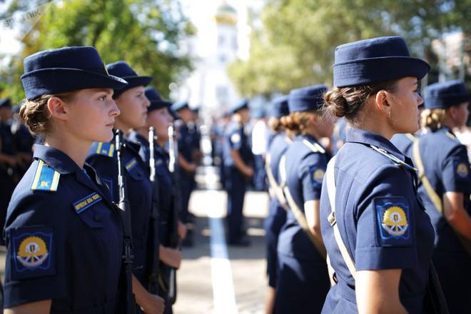 Cận cảnh các nữ học viên xinh xắn của hàng không quân sự Nga - Ảnh 5.