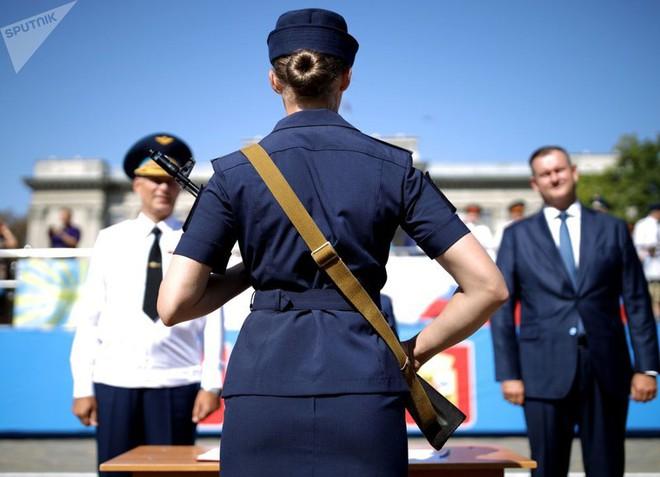 Cận cảnh các nữ học viên xinh xắn của hàng không quân sự Nga - Ảnh 7.