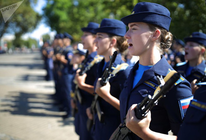 Cận cảnh các nữ học viên xinh xắn của hàng không quân sự Nga - Ảnh 8.
