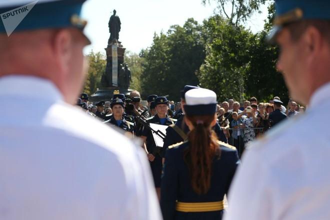 Cận cảnh các nữ học viên xinh xắn của hàng không quân sự Nga - Ảnh 9.