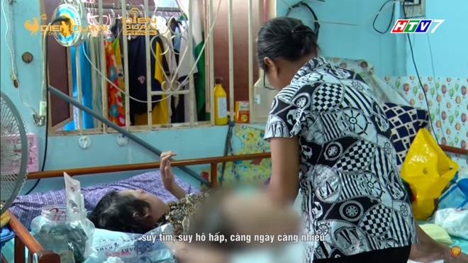 Trấn Thành đau xót, tặng tiền cho người mẹ nghèo bệnh nặng, mất chồng mất con, rơi vào tận cùng đau khổ - Ảnh 1.