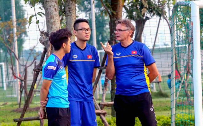 """Đối đầu Thái Lan, Hàn Quốc, HLV tầm World Cup của Việt Nam có """"trợ lực"""" khủng hơn thầy Park"""