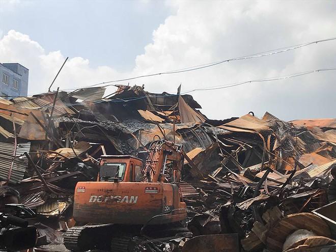 Vụ cháy Rạng Đông: Đã thu gom được 12 tấn phế thải nhiễm độc - Ảnh 1.
