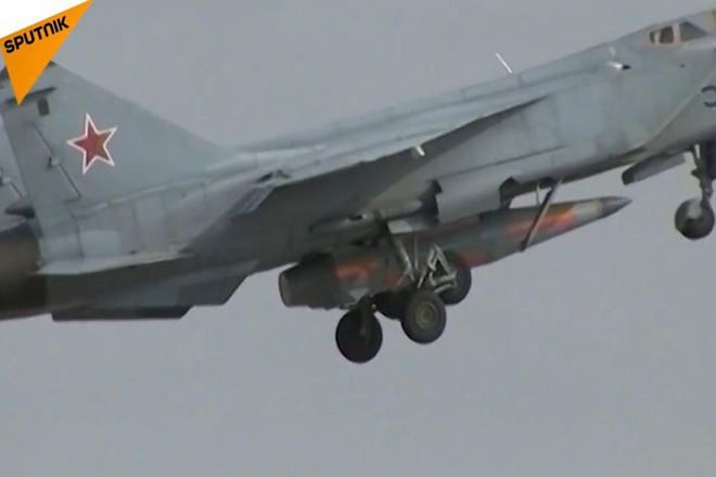 Tại sao tên lửa diệt hạm Kinzhal của Nga là nguồn cơn đau đầu mới của tàu sân bay Mỹ? - Ảnh 1.