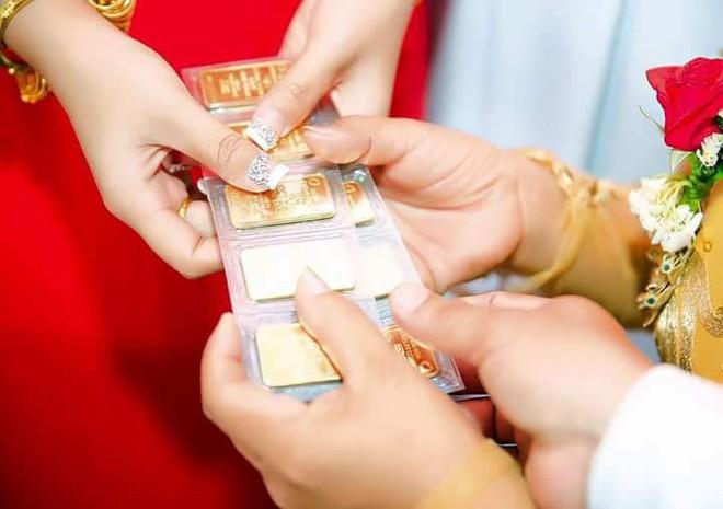 Cô dâu đeo vàng nặng trĩu ngày cưới khiến dân mạng trầm trồ, hoa mắt vì đếm hộ - ảnh 4