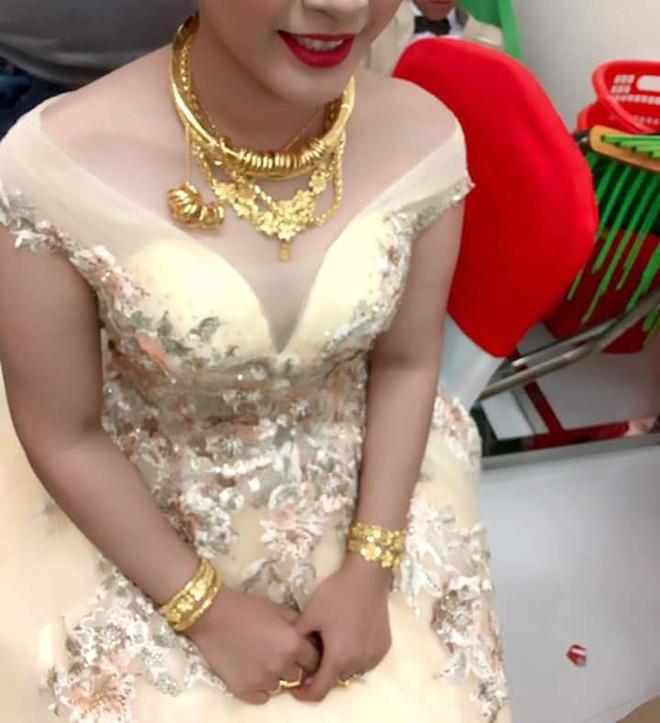 Cô dâu đeo vàng nặng trĩu ngày cưới khiến dân mạng trầm trồ, hoa mắt vì đếm hộ - ảnh 6
