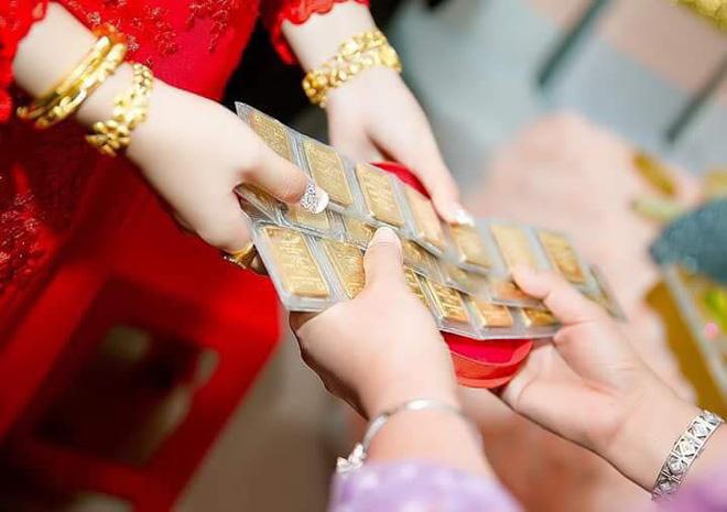 Cô dâu đeo vàng nặng trĩu ngày cưới khiến dân mạng trầm trồ, hoa mắt vì đếm hộ - ảnh 8
