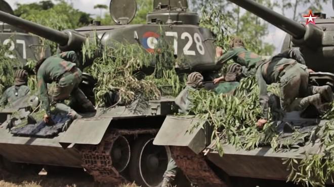[ẢNH] Xe tăng T-34-85 Nga nhận lại từ Lào biểu diễn sức mạnh trên thao trường - Ảnh 2.