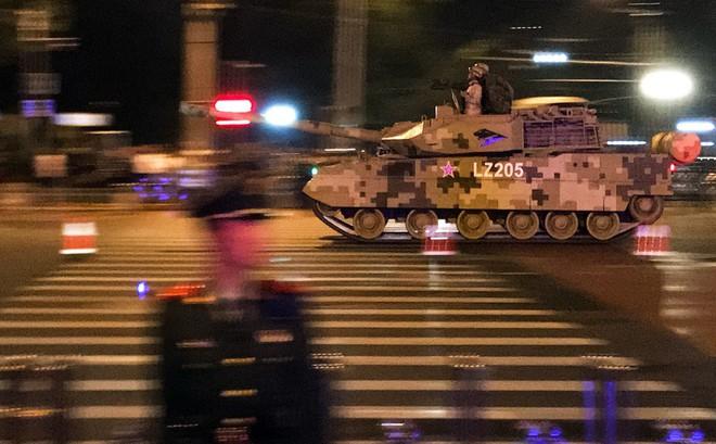 Trung Quốc gấp rút tập luyện diễu binh, thắt chặt an ninh trước thềm đại lễ: Đến chim bồ câu cũng bị cấm bay