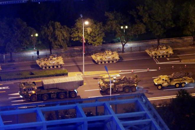 Trung Quốc gấp rút tập luyện diễu binh, thắt chặt an ninh trước thềm đại lễ: Đến chim bồ câu cũng bị cấm bay  - Ảnh 3.