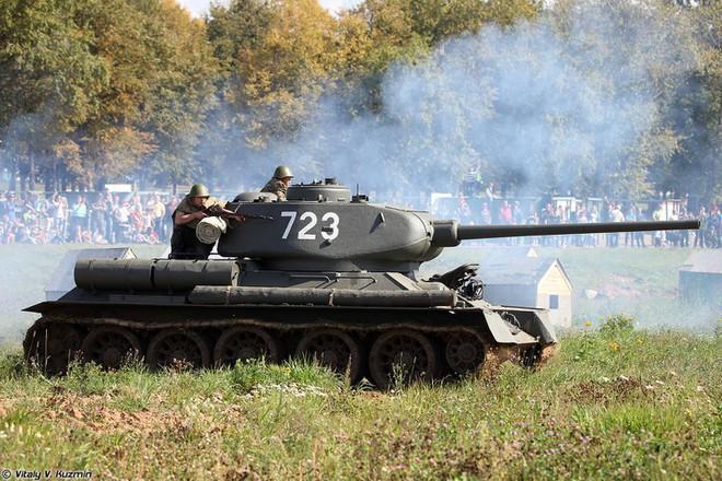 [ẢNH] Xe tăng T-34-85 Nga nhận lại từ Lào biểu diễn sức mạnh trên thao trường - Ảnh 11.