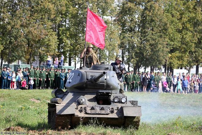 [ẢNH] Xe tăng T-34-85 Nga nhận lại từ Lào biểu diễn sức mạnh trên thao trường - Ảnh 12.