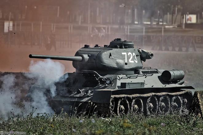 [ẢNH] Xe tăng T-34-85 Nga nhận lại từ Lào biểu diễn sức mạnh trên thao trường - Ảnh 13.