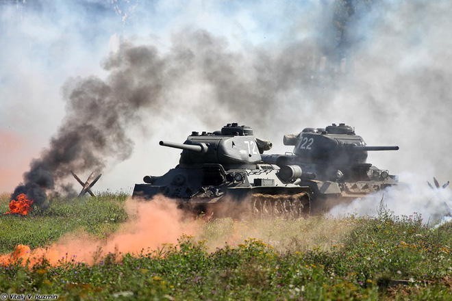 [ẢNH] Xe tăng T-34-85 Nga nhận lại từ Lào biểu diễn sức mạnh trên thao trường - Ảnh 14.