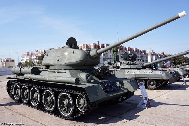 [ẢNH] Xe tăng T-34-85 Nga nhận lại từ Lào biểu diễn sức mạnh trên thao trường - Ảnh 8.