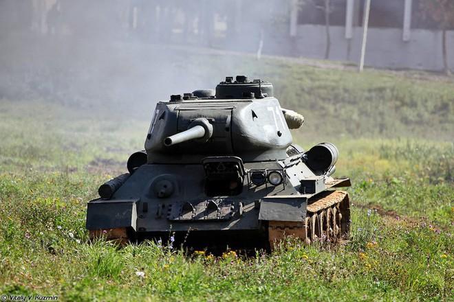 [ẢNH] Xe tăng T-34-85 Nga nhận lại từ Lào biểu diễn sức mạnh trên thao trường - Ảnh 9.