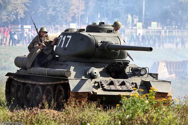 [ẢNH] Xe tăng T-34-85 Nga nhận lại từ Lào biểu diễn sức mạnh trên thao trường - Ảnh 10.