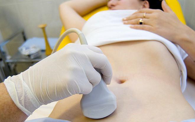Tưởng con đau bụng kinh, đi khám hoá ung thư: BS mách 4 dấu hiệu cần khám ngay kẻo trễ - Ảnh 2.