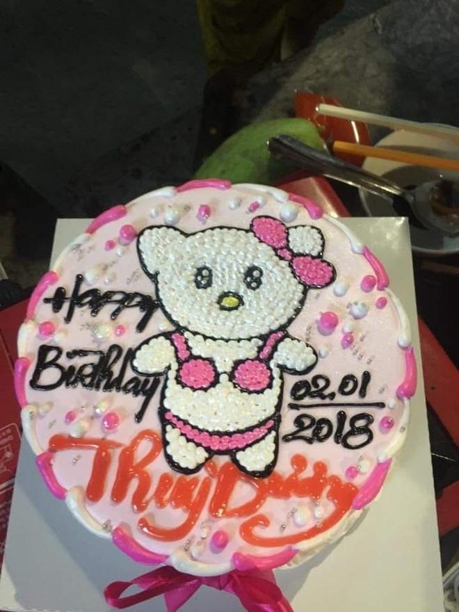 Đặt hình Hello Kitty, cô gái lại nhận về chiếc bánh mặt mèo bị tẩy trang, xấu tới mức không muốn thổi nến - Ảnh 9.