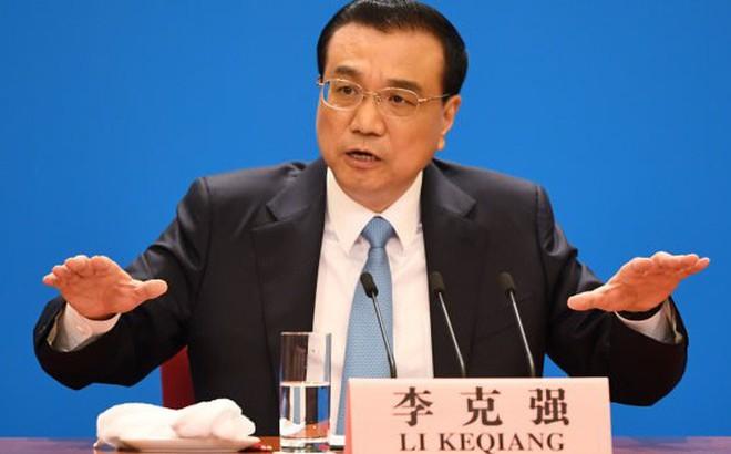 """""""Rất khó khăn"""": Thủ tướng TQ thừa nhận triển vọng tăng trưởng kinh tế xám xịt - TQ phải nhượng bộ Mỹ vì điều này?"""